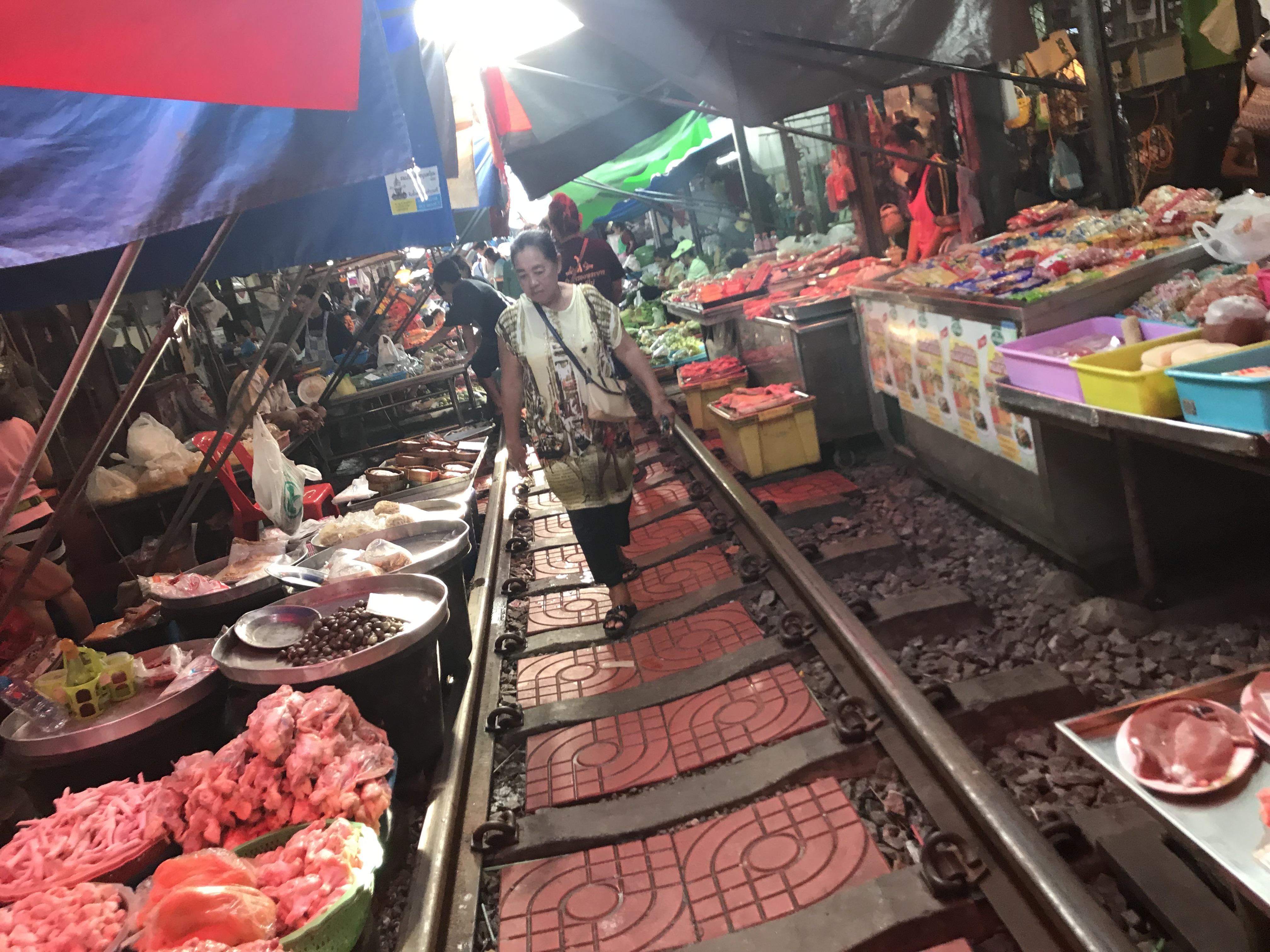 Maekong Railway Market